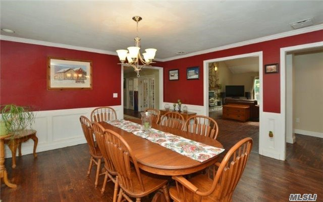 236 Edgewood Ave, Smithtown, NY - USA (photo 4)