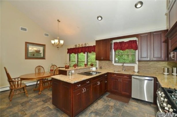 236 Edgewood Ave, Smithtown, NY - USA (photo 5)