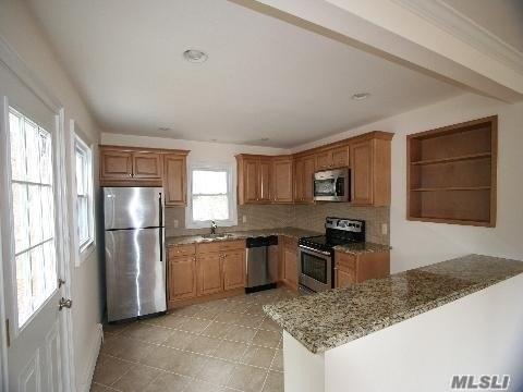 485 N Country Rd, Miller Place, NY - USA (photo 3)