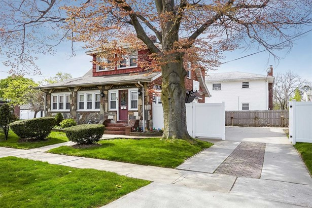 98 Lawson St, Hempstead, NY - USA (photo 1)
