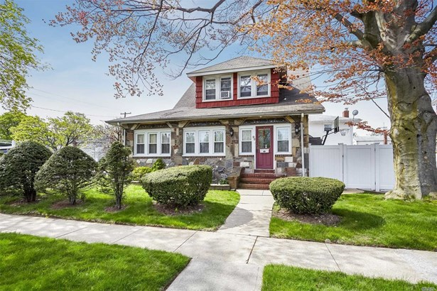 98 Lawson St, Hempstead, NY - USA (photo 2)