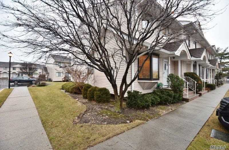 1790 Front St, East Meadow, NY - USA (photo 2)