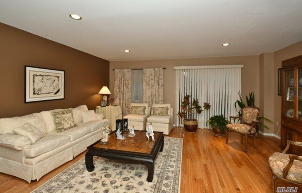 1790 Front St, East Meadow, NY - USA (photo 4)