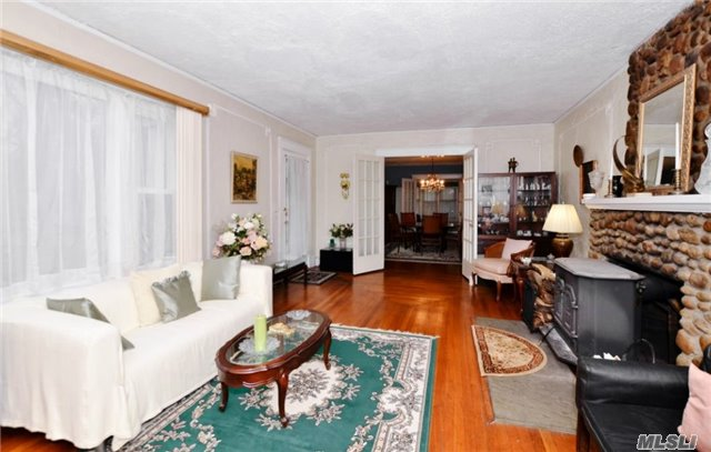 38 Edgewater Ave, Smithtown, NY - USA (photo 4)