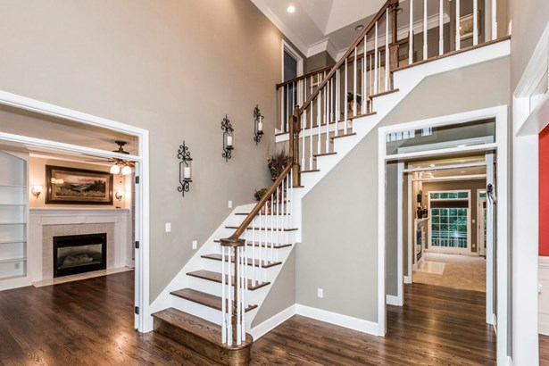 Traditional, 2 Story Basement,Residential - Knoxville, TN (photo 2)