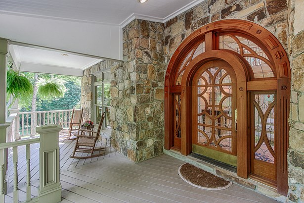 Traditional, 2 Story Basement,Residential - Knoxville, TN