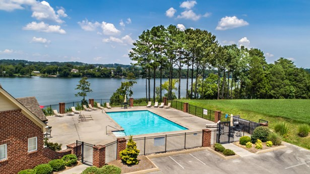 Lake Front,Single Family,Waterfront Access - Louisville, TN (photo 5)