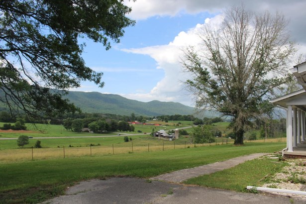 Ranch,Residential, Traditional - Lafollette, TN (photo 2)
