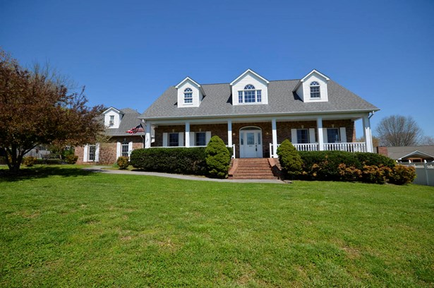 2 Story,Residential, Traditional - Sevierville, TN (photo 1)