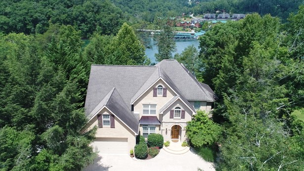 Traditional, 2 Story Basement,Residential - Caryville, TN