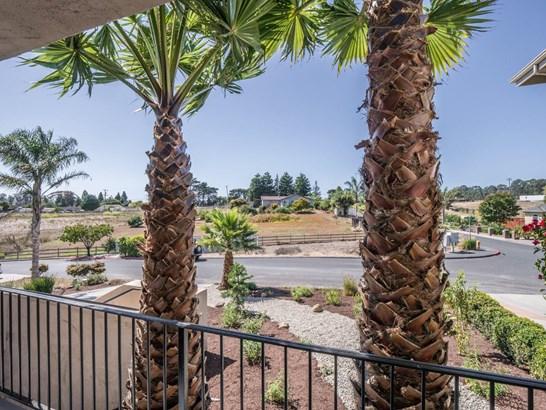 Detached - ROYAL OAKS, CA (photo 3)