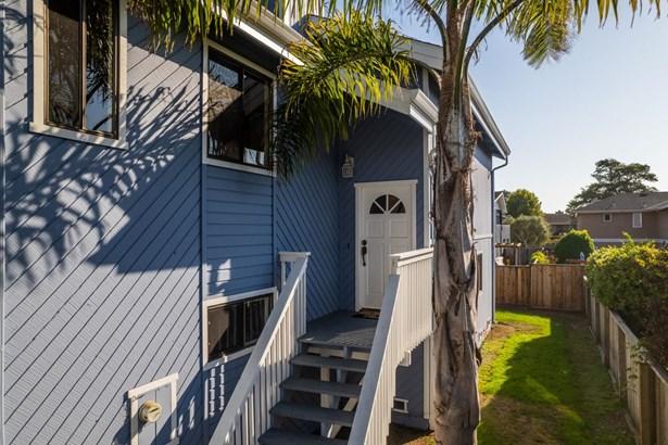 Condominium - APTOS, CA