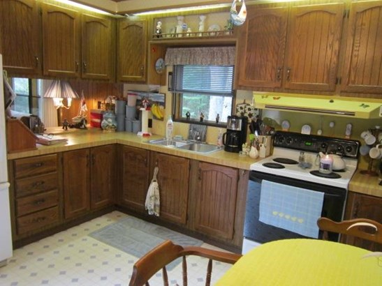Kitchen (photo 2)