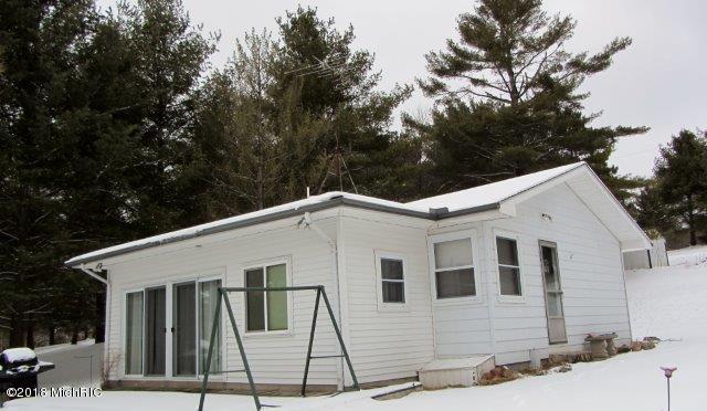Cottage (photo 2)
