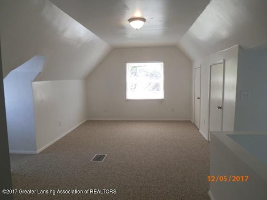 Oakland 2nd floor bonus room (photo 5)