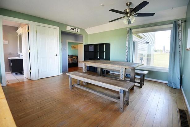 dining-room-1 (photo 4)