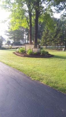 frontyard (photo 2)