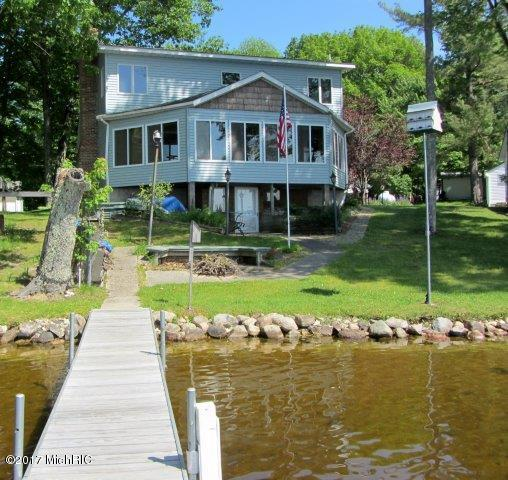 waterfront home (photo 1)