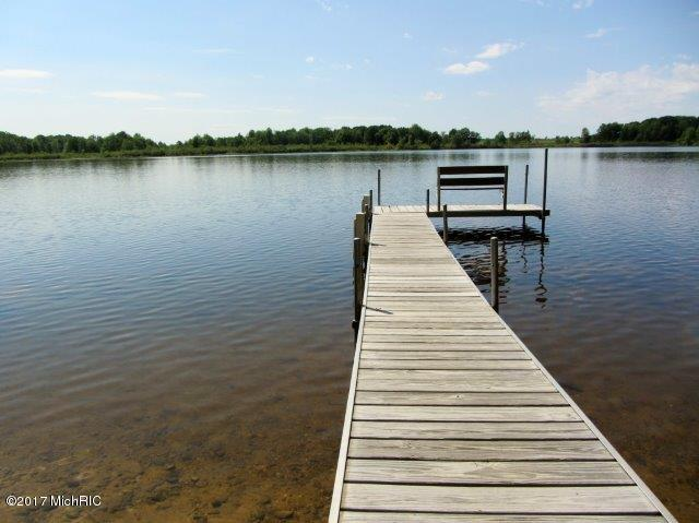 Dock with bench (photo 2)