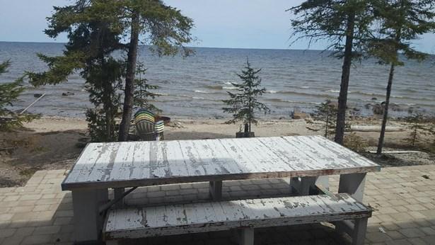 Deck Dining (photo 4)