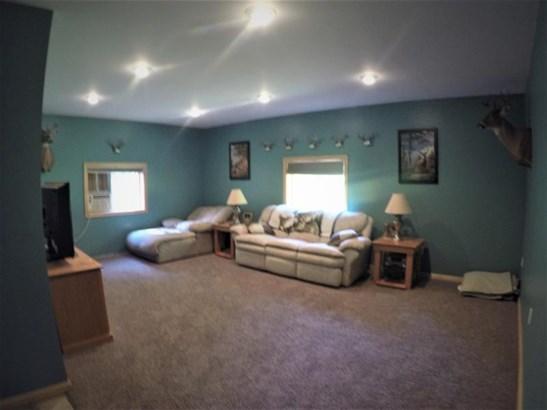 Lovely newer living room (photo 4)