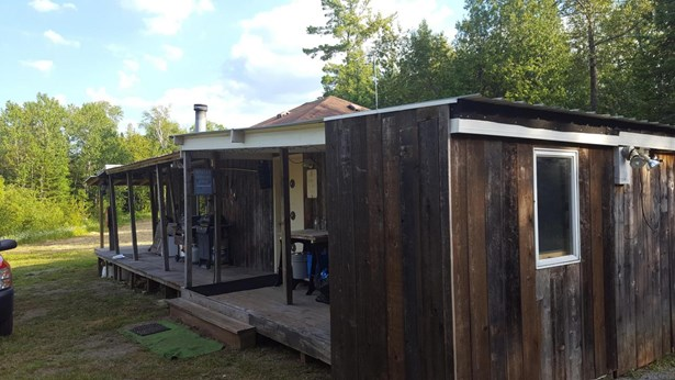 Side of Cabin (photo 5)