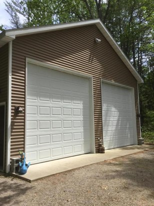 12' overhead doors (photo 5)