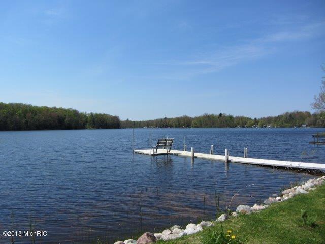Lake front (photo 4)