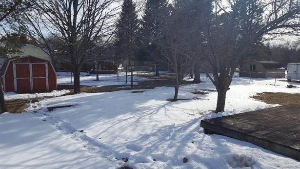 Back Yard Winter (photo 5)