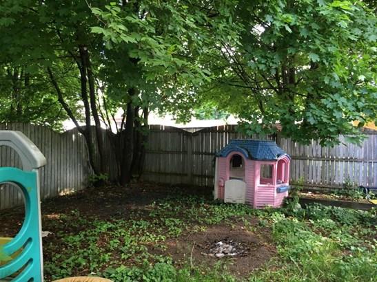 Fenced in Yard (photo 4)