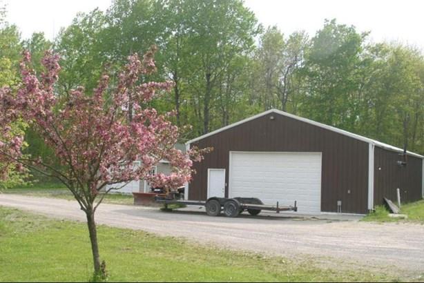 Garages (photo 3)