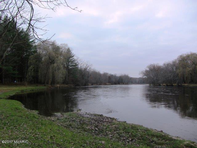 Riverfront (photo 3)