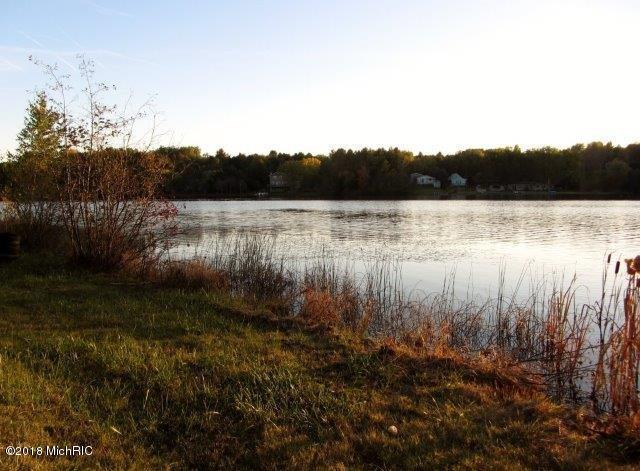 Lake front view (photo 4)
