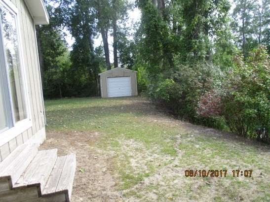 Driveway leading to the 12'x12 (photo 2)