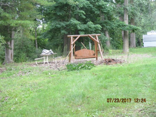 Picnic area with wooden swing, (photo 3)