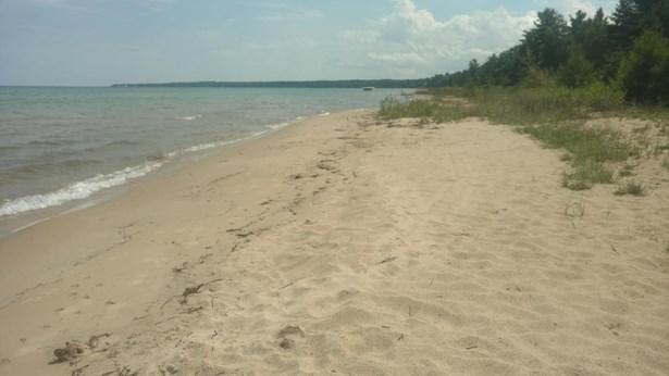Sandy Beach (photo 1)