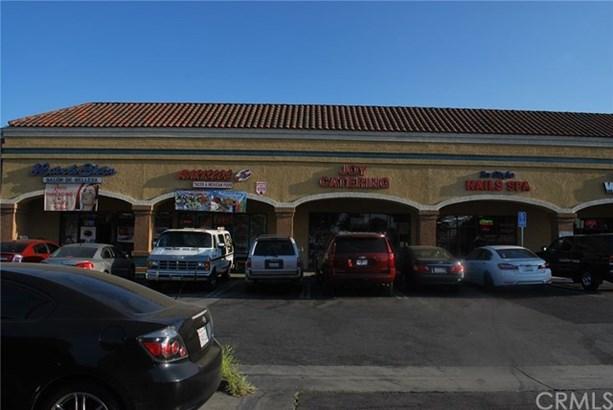 7922 Rosecrans Avenue, Paramount, CA - USA (photo 4)