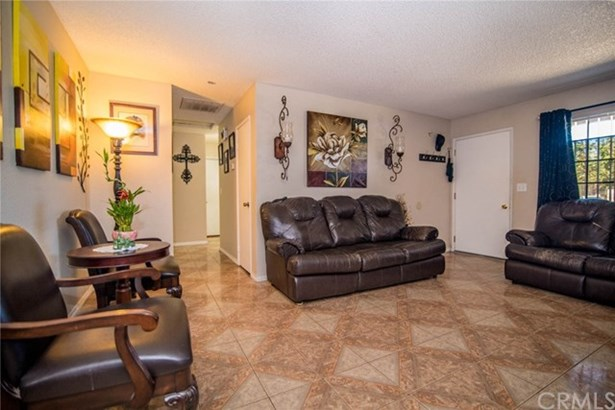 16361 Live Oak Street, Hesperia, CA - USA (photo 2)