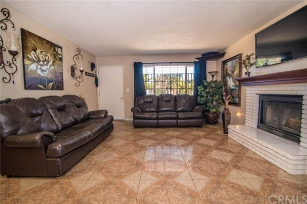 16361 Live Oak Street, Hesperia, CA - USA (photo 3)