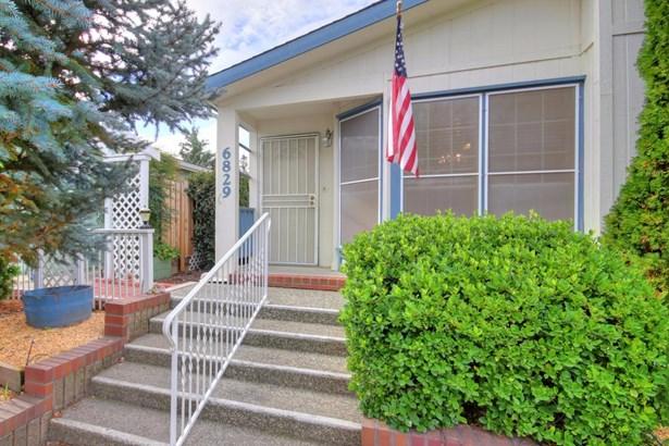 6829 Hidden Brook Lane, Citrus Heights, CA - USA (photo 2)