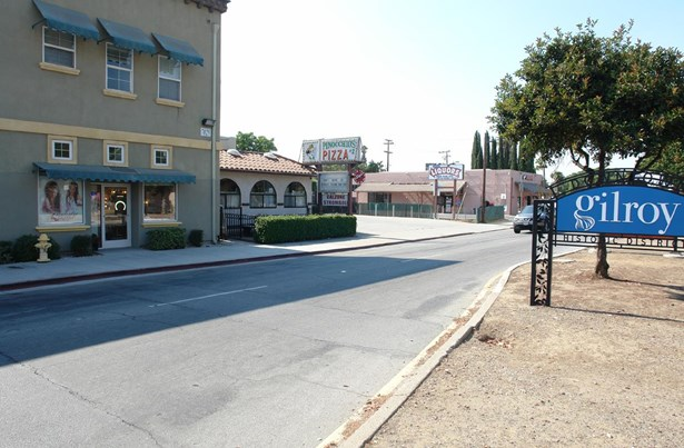 7041 Monterey Street, Gilroy, CA - USA (photo 5)
