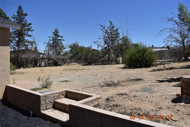 9205 Jacaranda Avenue, Hesperia, CA - USA (photo 3)
