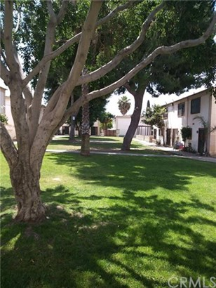 1000 E Bishop Street F2, Santa Ana, CA - USA (photo 2)