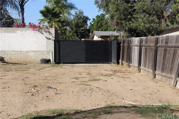 320 E Wilson Street, Rialto, CA - USA (photo 3)