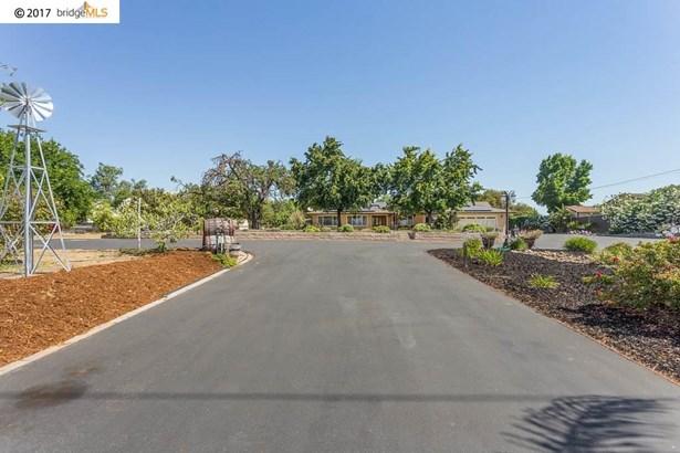 1410 Carpenter Rd, Oakley, CA - USA (photo 2)