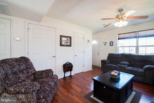 Row/Townhouse, Colonial - INWOOD, WV (photo 5)