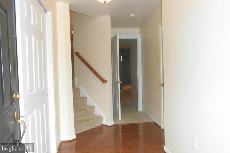 Row/Townhouse, Colonial - FALLING WATERS, WV (photo 2)