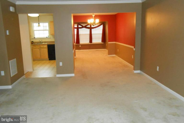Row/Townhouse, Colonial - FALLING WATERS, WV (photo 4)