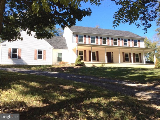 Single Family Residence, Colonial - MARTINSBURG, WV (photo 2)