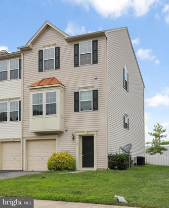 Colonial, End Of Row/Townhouse - FALLING WATERS, WV